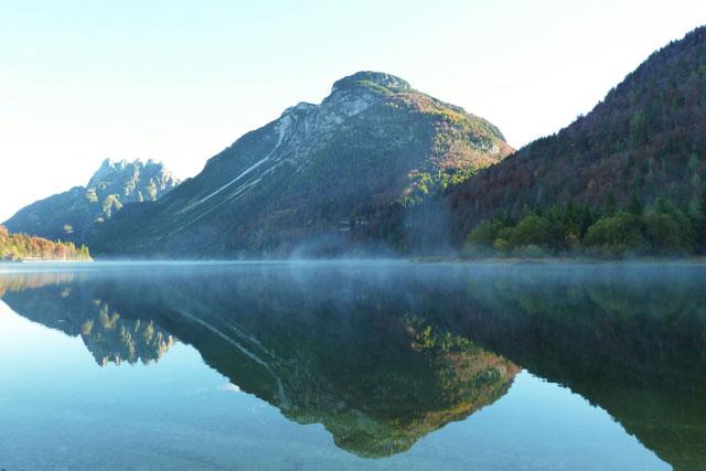Der Anblick von hohen Berge und fließendem Wasser sind wie Training von Yin und Yang, von Qigong und Taijiquan.