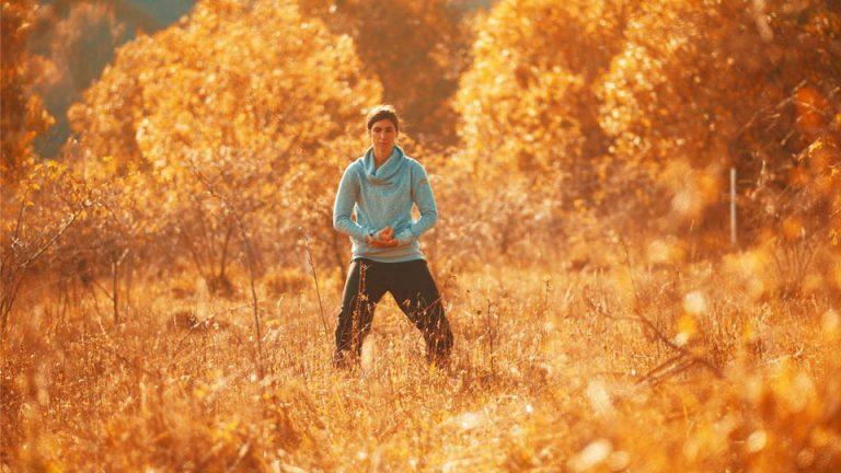 Sonja Schillo trainiert Taijiquan (Tai Chi), eine Form der Meditation in Bewegung.