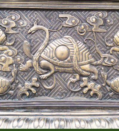 Die mysthische Schildkröte Ling Gui mit einer Schlangebilden bilden eine zentrale Idee im Daoismus und den chinesischen Bewegungskünsten.